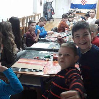 Besplatne likovne radionice u Kninugall-1