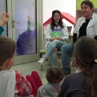 Stomatolozi u kninskoj knjižnici čitali djeci pričegall-3