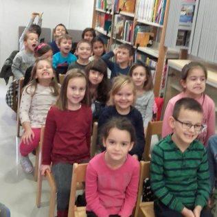 Stomatolozi u kninskoj knjižnici čitali djeci pričegall-5