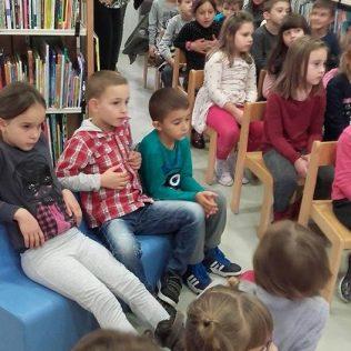 Stomatolozi u kninskoj knjižnici čitali djeci pričegall-6