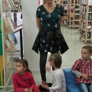Stomatolozi u kninskoj knjižnici čitali djeci pričegall-7