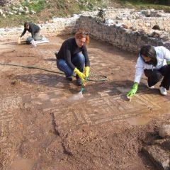Foto: Kninski muzej završio ovogodišnju kampanju otkrivanja rimskog mozaika i konzervacije rimske vile u Orlićugall-11