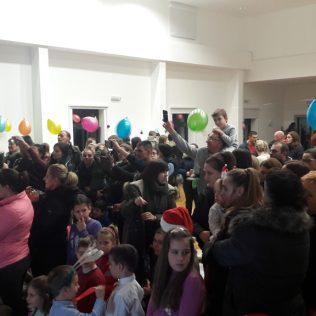 Čarobni svijet zabavio djecu u dvorani Studentskog domagall-1