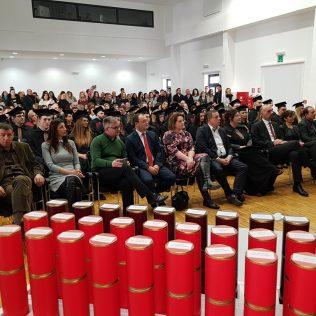 Svečano promovirano 37 prvostupnika i 15 stručnih specijalista kninskog Veleučilišta Marka Marulićagall-9
