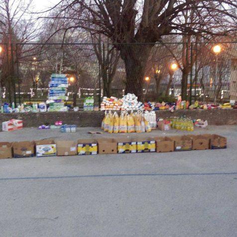 Kninska Torcida prikupila i dostavila pakete osnovnih namirnica potrebitimagall-1