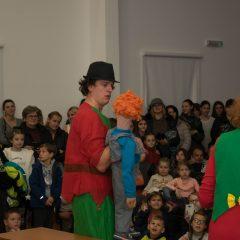 Foto: Sveti Nikola podijelio djeci darovegall-2