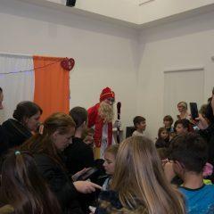 Foto: Sveti Nikola podijelio djeci darovegall-16