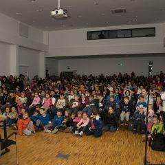Foto: Sveti Nikola podijelio djeci darovegall-6