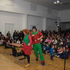 Foto: Sveti Nikola podijelio djeci darovegall-3