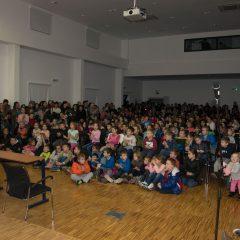 Foto: Sveti Nikola podijelio djeci darovegall-8