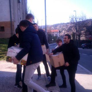 Učenici donirali hranu Pučkoj kuhinjigall-0
