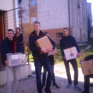 Učenici donirali hranu Pučkoj kuhinjigall-1