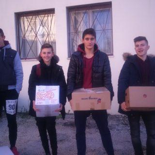 Učenici donirali hranu Pučkoj kuhinjigall-3