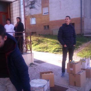 Učenici donirali hranu Pučkoj kuhinjigall-4
