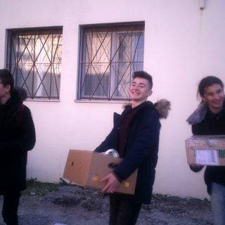 Učenici donirali hranu Pučkoj kuhinjigall-5