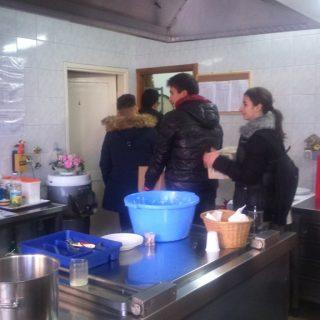 Učenici donirali hranu Pučkoj kuhinjigall-7