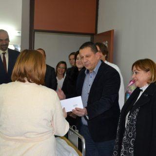Zamjenici župana Blažević i Šimpraga i gradonačelnik Jelić posjetili jutros rodilištegall-1