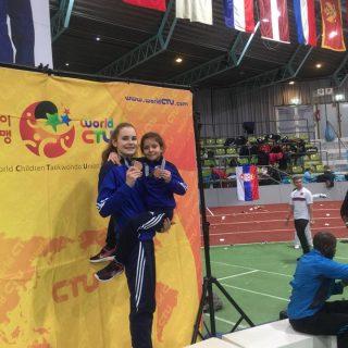 Petra Batić i Lorena Djak iz Taekwondo kluba DIV Knin osvojile brončane medalje na President kupu u Njemačkojgall-2
