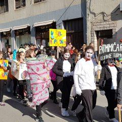 Veselje u gradu: Pogledajte 120 fotografija Dječje karnevalske povorkegall-25