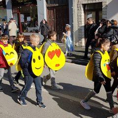 Veselje u gradu: Pogledajte 120 fotografija Dječje karnevalske povorkegall-64