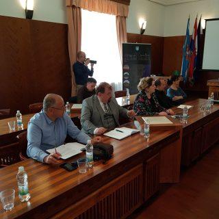 Na sastanku poljoprivrednika i europarlamentarke Petir u Kninu izneseno puno problema, ali i prijedloga za njihovo rješavanjegall-2