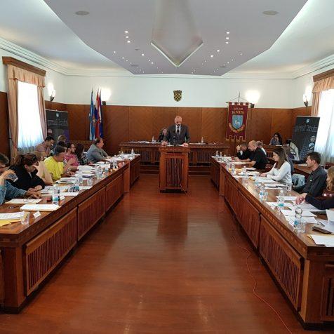 """Sjednica Gradskog vijeća započela – predstavljanjem knjige """"2025 godina grada Knina""""gall-0"""