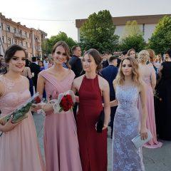 Foto vijest: Mladost i ljepota na glavnom kninskom trgugall-5