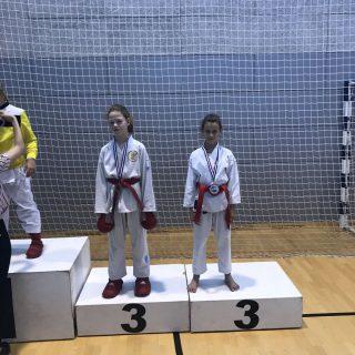 Nove tri medalje za Karate klub Kningall-2