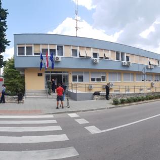 Ministar Božinović posjetio obnovljenu zgradu Policijske postaje Kningall-3