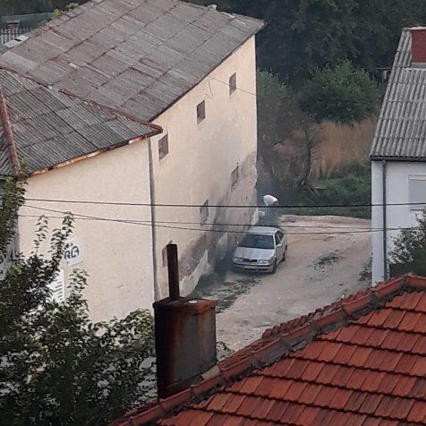 Pritužba građana na susjeda koji svakodnevno pali plastiku u dvorištugall-1