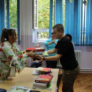 Uručeni udžbenici kninskim osnovnoškolcima s poteškoćama u razvojugall-2