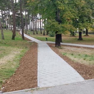"""Uređuje se park kod """"Borića""""; Popločana pješačka stazagall-0"""