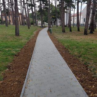"""Uređuje se park kod """"Borića""""; Popločana pješačka stazagall-2"""
