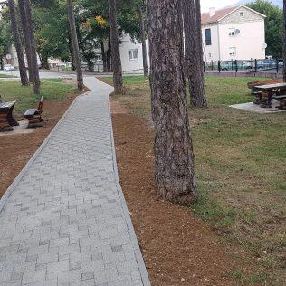 """Uređuje se park kod """"Borića""""; Popločana pješačka stazagall-3"""