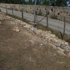 Završeni  ovogodišnji radovi konzervacije na položaju mletačke vojarne konjice u podgrađu kninske tvrđavegall-4