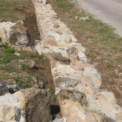 Završeni  ovogodišnji radovi konzervacije na položaju mletačke vojarne konjice u podgrađu kninske tvrđavegall-7