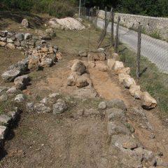 Završeni  ovogodišnji radovi konzervacije na položaju mletačke vojarne konjice u podgrađu kninske tvrđavegall-8