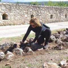 Završeni  ovogodišnji radovi konzervacije na položaju mletačke vojarne konjice u podgrađu kninske tvrđavegall-0