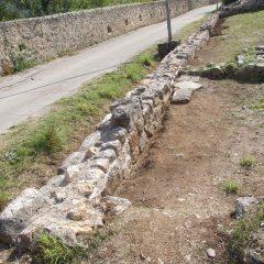 Završeni  ovogodišnji radovi konzervacije na položaju mletačke vojarne konjice u podgrađu kninske tvrđavegall-10
