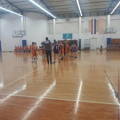 Najmlađi kninski košarkaši odigrali prvu natjecateljsku utakmicugall-0