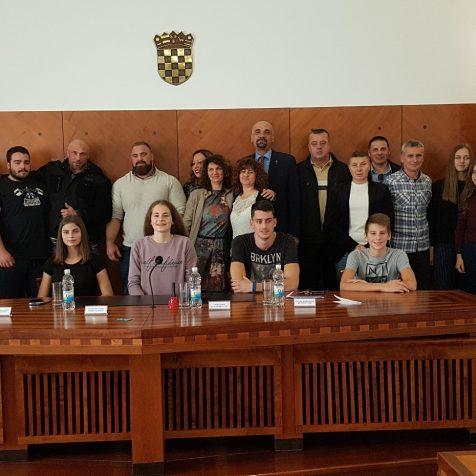 Grad novčano nagradio 14 sportaša i sportašica i dva treneragall-0
