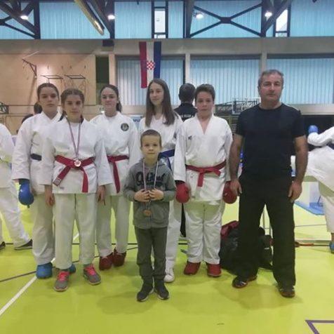 Četiri medalje Karate kluba Tigar u Splitu: Dva zlata Milane Vukmirović, bronce za Jovanu Đekanović i Ivana Krvavicugall-0