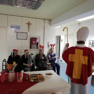 Najmlađim Kninjanima podijeljeno 500 poklona; Sveti Nikola posjetio i starije i nemoćnegall-6