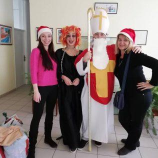 Najmlađim Kninjanima podijeljeno 500 poklona; Sveti Nikola posjetio i starije i nemoćnegall-4