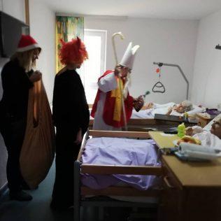 Najmlađim Kninjanima podijeljeno 500 poklona; Sveti Nikola posjetio i starije i nemoćnegall-7