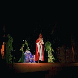 Najmlađim Kninjanima podijeljeno 500 poklona; Sveti Nikola posjetio i starije i nemoćnegall-0