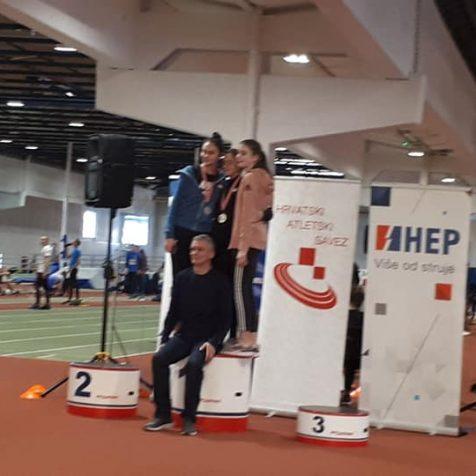 Daniela Jelić državna prvakinja u skoku u dalj u konkurenciji mlađih juniorkigall-0