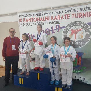 Nove četiri medalje za Karate klub Kningall-0