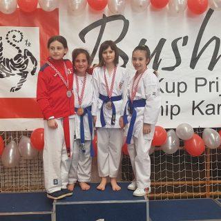 Zlato Mie Paškalj i bronca Sare Tucaković na Karate turniru u Zagrebugall-2