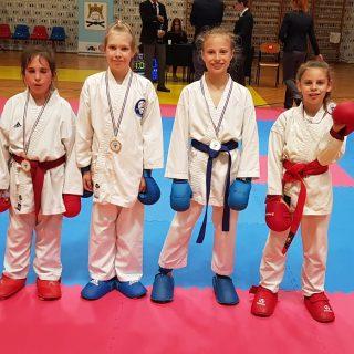 Pet medalja Karate kluba Knin na Kupu Jadranagall-1
